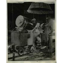 1929 Press Photo Factory Worker Mixing Chlorine Cocktail