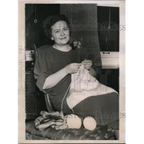 1938 Press Photo Alton Ill Mrs Irene Kite knitting at home