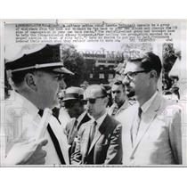 1962 Press Photo of Police Chief Laurie Pritchett telling a group of civil