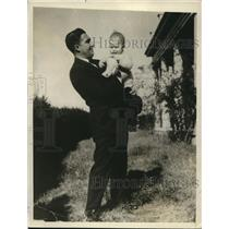 1926 Press Photo Allen McQuhae, Tenor Singer With Baby