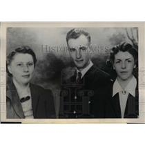 1946 Press Photo Alameda Calif Mrs Zelma Somma sis Mrs Helen Churchman, Lt R Tun