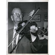 1959 Press Photo 90 year old A. N. Purvis Plays The Fiddle While his Parakeet R