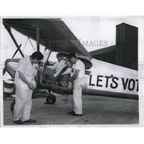 "1954 Press Photo 4 flying farmers prepare for ""Get Out and Vote"" Campaign"