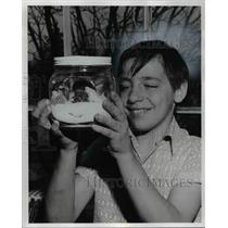 1977 Press Photo Ronald Smolley, 5th grade student & cactus terraruims