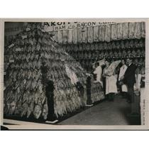1922 Press Photo Mountain of Ham, Grocers Exhibition Agricultural Hall