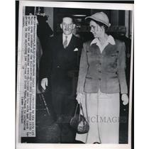 1950 Press Photo Manchester NH Dr Hermann Sander & wife at courthouse