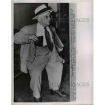 1952 Press Photo Charles Silver New York Jewelry Salesman With Diamonds