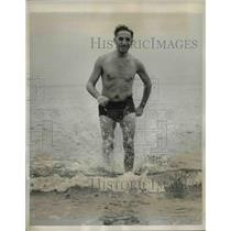 1939 Press Photo Dr Samuel Pearlmuytter Coming Out Of The Ocean
