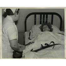 1930 Press Photo Mrs. Emita Krueger in a hospital bed after she got wounded
