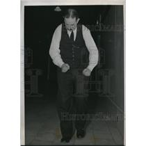 1938 Press Photo Chicago Dr Harry Klink chiropodist walks 100 yds in 12 secs