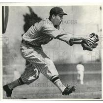 1937 Press Photo New York Giants Sign Coast Shortstop