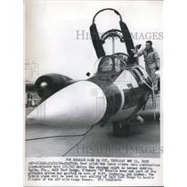 1959 Press Photo Seattle Wash Test pilot Bob Perry & a B57 Canberra plane
