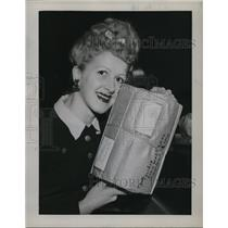 1944 Press Photo Miss Cecilia Lola with Christmas Mail