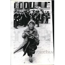 1970 Press Photo Weeping Sicilian Woman Tries to Rush into Parliamant in Rome
