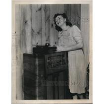 1940 Press Photo Esther Harding postmistress of N Harwich Mass