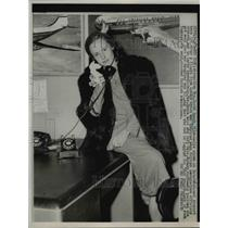 1952 Press Photo Mrs David Speck in NY Airport After Flight from London