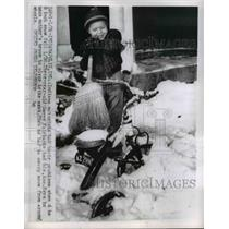 1956 Press Photo Danny Fairbank sweeps snow off her bike in Indianapolis Indiana