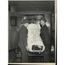 1927 Press Photo Injured Pedestrian Removed from Ambulance at Hospital