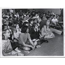 1968 Press Photo Students at Fairfox School busy watching a puppet show