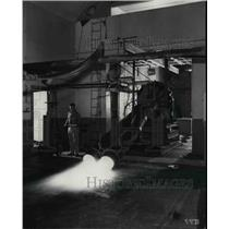 1949 Press Photo Jet Engine Test with expermental twin nozzle at N.A.C.A. Lab.