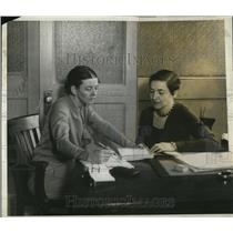 1930 Press Photo of L-R Suzanne La Folette and Shelia Hilton.