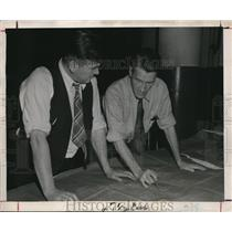 1946 Press Photo Theodore Diawold & Bill Kennedy at Fisher Body Die & Machine