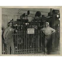 1926 Press Photo Men Photoed Near A High Voltage Machine