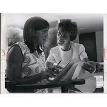 1966 Press Photo Nancy Reagan And Daughter Patti 13