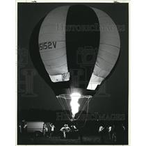 1983 Press Photo Professor Zee's tethered ascent in larger balloon in Fairlawn