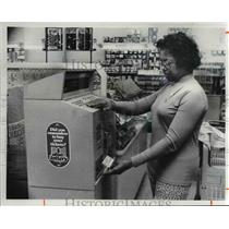 1978 Press Photo Vivian McMichael gets ticket from Lottery Machine