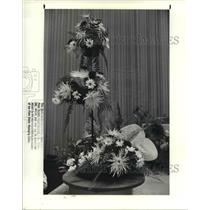 1988 Press Photo Evelyn Mercer flower arrangement at the Garden Center