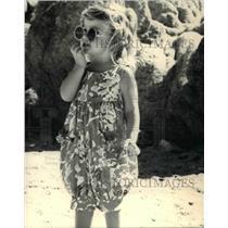 1988 Press Photo Fashion - Geranium print dungeree for little girls