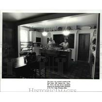 1988 Press Photo George and Katie Hoy at the renovated Wallace House