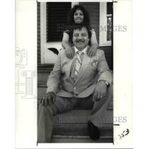 1989 Press Photo Lottery winner, Larry Rolince with daughter Monica