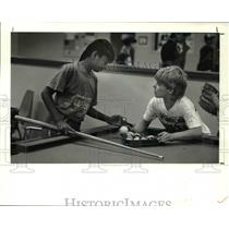1990 Press Photo Hardath and Matthew Arnold plays pool at Trowbridge Boy Club