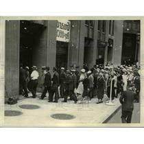 1933 Press Photo Crowd in line at Midland Bank for the 1st day of pay-off