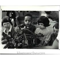 1988 Press Photo Darrell White feels a plant as part of the tour for pre-school