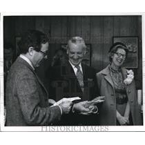 1971 Press Photo Gene Whitney and wife