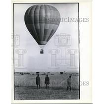 1978 Press Photo Native Masai watch as hot-air balloon Lengai sails