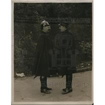 1922 Press Photo Dutch Guards Protect Fence During Wedding in Dorn, Holland.