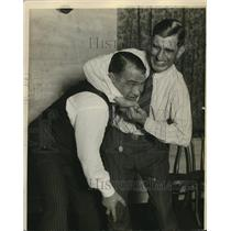 1929 Press Photo Peck puts a headlock on Lewis - nes26164