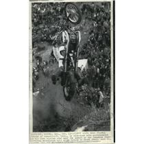 1971 Press Photo Motocyclists performing hill climb stunt St Agatha Ontario