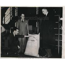 1938 Press Photo Stanley Andrews, Henry Plauche, and Charles Farwell With Sugar