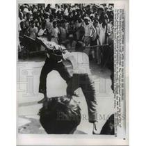 1959 Press Photo Karachi, Pakistan Stick Fighters Reenact Battle of Kerbala