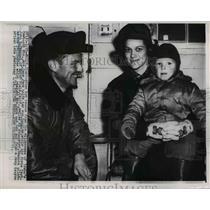 1952 Press Photo Mrs. Gene Jack Holds Son Douglas After Idaho Helicopter Rescue