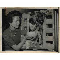 1949 Press Photo Mary Perroset with Kitten Popoki and Puppy Pake