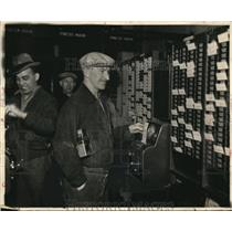1937 Press Photo Workers return to punnching in after a strike  - nee13284
