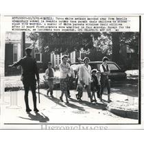 1961 Press Photo 3 White Mothers Withdraw Children from Rozelle School Blacks