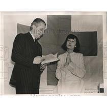 1940 Press Photo Wash DC Luise Rainer actress & Red Cross dir Erwin Piscator