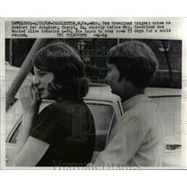 1968 Press Photo Mrs. Pat Haverland comforts daughter after being buried alive